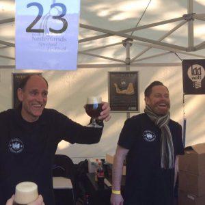 Bierbrouwers Haike en Paul op een festival.